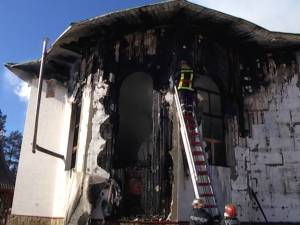 Monumentul istoric care a ars la Poiana Stampei, distrus de nepăsare şi indolenţă