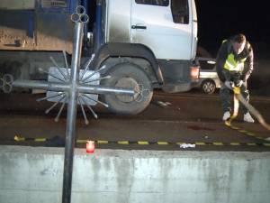 Bătrân de 74 de ani, accidentat mortal de un camion cu lemne