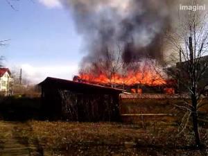 Incendiu violent la un atelier de mobilă din Burdujeni