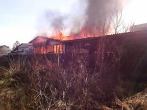 Un atelier de mobilă din Burdujeni, făcut scrum într-un incendiu