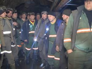 Directorul CNU, Ioan Moraru, şi-a dat demisia, dar peste 400 de mineri continuă să fie blocaţi în subteran