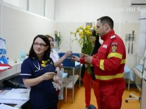 SMURD-ul a mers cu flori la Urgenţele Spitalului Judeţean