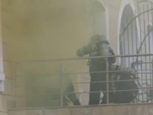 Foc şi răniţi la Palatul de Justiţie din Suceava