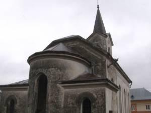 Două biserici construite în Arbore de etnicii germani, la începutul secolului XX, lăsate în paragină