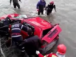 Un tânăr de 29 de ani, profesor de sport, a murit după ce s-a răsturnat cu maşina în râul Bistriţa