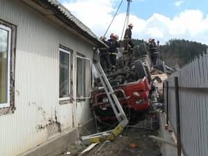 Trei oameni au murit striviţi într-un tir, în curba în care un alt autotren a luat patru vieţi