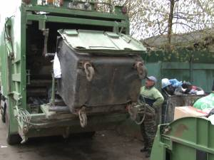 Suceava nu are contract de salubrizare menajeră, dar gunoaiele produse sunt ridicate de trei firme