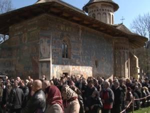 Sute de credincioşi au participat ieri la hramul Mănăstirii Voroneţ