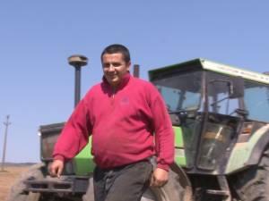 Şeful Direcţiei Agricole Suceava a dat scaunul din birou pe cel din tractor