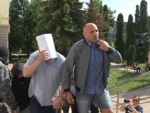 Procurorii DIICOT au reţinut 29 de persoane, printre care şi primarul din Ulma, şi au cerut arestarea preventivă a 34 de inculpaţi