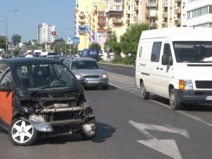 Accident în faţa unei benzinării, după ce mica înţelegere între şoferi, privind prioritatea, nu a funcţionat