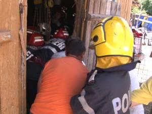 Misiune atipică pentru pompieri: salvarea unui tăuraş nărăvaş, căzut într-un beci