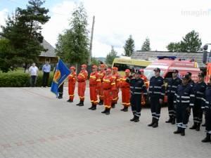 Autospecială de stins incendii şi ambulanţă SMURD, la Poiana Stampei