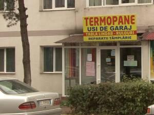 Firmă de termopane reclamată pentru înşelăciuni grosolane, închisă cu jandarmii
