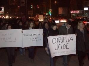 """""""Marş de doliu. Colectiv"""", aseară, pe străzile Sucevei"""
