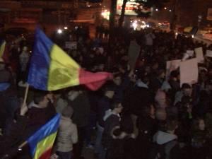 Aproape 1.500 de suceveni au mărşăluit aseară pe străzile oraşului