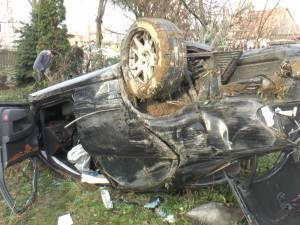 Un bărbat fără permis de conducere a distrus cu bolidul său gardul locuinţei Sofiei Vicoveanca