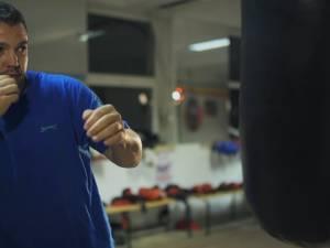 Andu Vornicu, antrenorul care de trei ani vine cu bani de acasă să facă performanţă pentru oraş