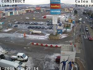 Accident pe trecerea de pietoni nesemaforizată din faţa Shopping City