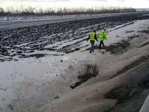 Cadavrul unui bărbat, găsit la marginea DN 17, aproape de Suceava
