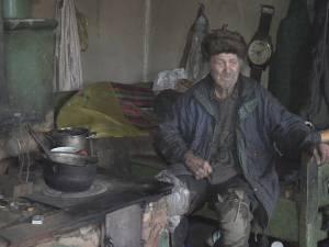 La 80 de ani, un bătrân din Bosanci trăieşte din 62 de lei pe lună şi din mila vecinilor
