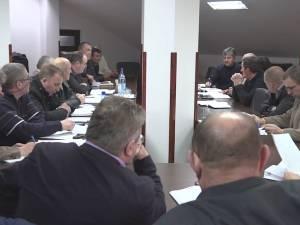 Cu ştiinţa primarului şi a secretarului, la Șcheia consilierii locali absenţi votează pentru schimburi de terenuri