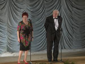 Momente savuroase de umor oferite sucevenilor de îndrăgiţii actori Stela Popescu şi Alexandru Arşinel