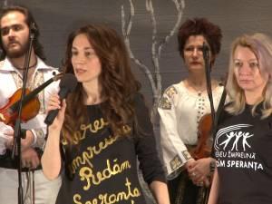 Peste 9.000 de lei adunaţi pentru Violeta Catargiu, bolnavă de cancer, în urma unui spectacol caritabil desfăşurat pe scena suceveană
