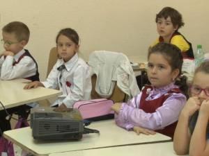 Manualele pentru clasa a III-a au ajuns în depozitul IŞJ cu o întârziere de şase luni