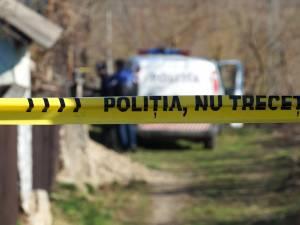 O bătrână de 81 de ani a fost găsită moartă în curtea casei, la Dărmăneşti