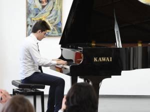 """Concursul de interpretare """"Tinere Talente"""", ediţia a III-a"""