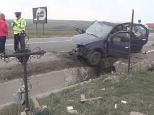 Accident mortal, cu o maşină zdrobită de un cap de pod, în locul în care au mai avut loc două tragedii similare