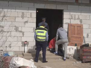 Morţi cumplite: un bărbat a murit strivit într-un malaxor, altul, sub peretele unei case