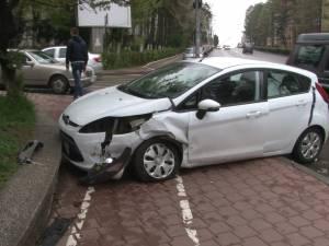 Două maşini avariate, în urma unei tamponări în zona Belvedere