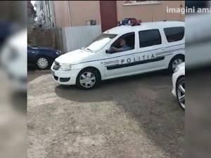 Maşină cu radar aparţinând Poliţiei Rutiere, lăsată pe mâna angajaţilor unei spălătorii