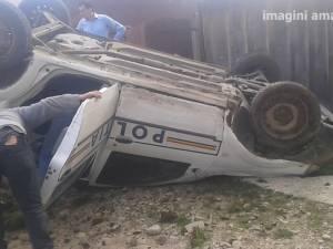 Doi poliţişti au fost răniţi după ce Loganul cu care urmăreau un BMW s-a răsturnat