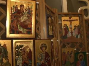 """Icoane executate de elevi ai Cercului de pictură """"Bizantin Art"""" Suceava, expuse la  Iulius Mall"""
