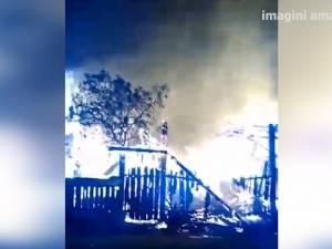 O gospodărie distrusă de flăcări la Putna şi pagube importante în urma unui incendiu la Straja