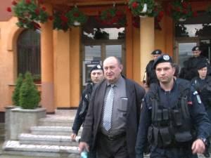 Percheziţii ale procurorilor DNA la Primăria Şcheia. Primarul Andriciuc şi secretara primăriei au fost duşi la audieri