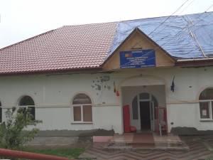 Tavanul şcolii din Probota s-a prăbuşit joi noapte, din cauza ploilor abundente