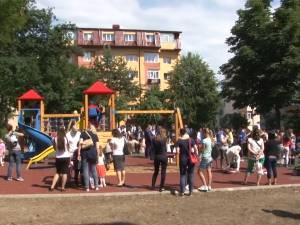 Cel mai modern loc de joacă din Suceava a fost inaugurat în cartierul Obcini