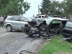 Tânărul care a produs marţi accidentul cu cinci răniţi de la Vicov a fugit de la faţa locului
