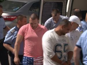 Cinci arestări în cazul grupării acuzate că a adunat averi din traficul cu etnobotanice
