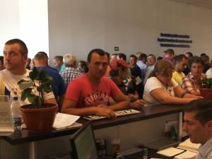 Sute de persoane au făcut cale întoarsă de la Serviciul de Înmatriculări şi Permise Suceava după o defecţiune a softului la nivel naţional