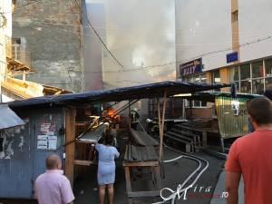 Incendiu la chioşcuri din Bazarul din Rădăuţi