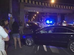 Carambol într-o intersecţie din Suceava, după ce un şofer a forţat semaforul pe roşu