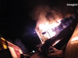 Un bar din Burdujeni a fost distrus de un incendiu pornit în plină noapte (VO)