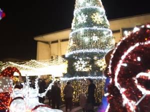 Luminile de sărbătoare s-au aprins în centrul Sucevei