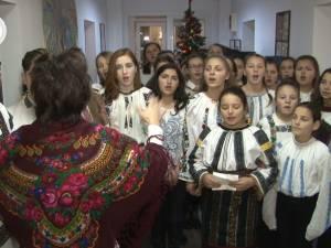 25 de elevi de la Școala Gimnazială Ilișești au colindat ieri redacția Monitorului de Suceava