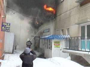 Un incendiu de proporții a distrus halele Pieței Centrale din Rădăuți